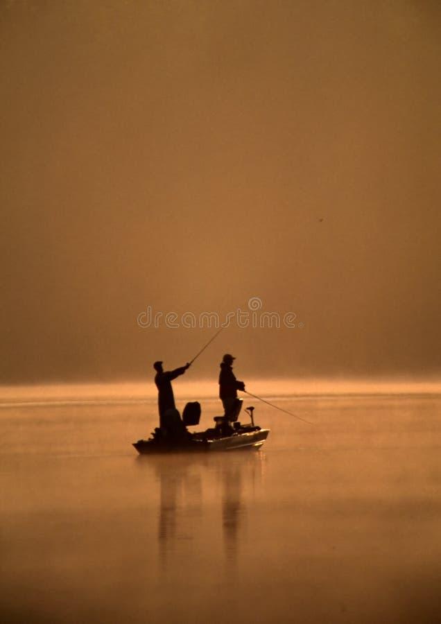 Pesca de dos amigos imágenes de archivo libres de regalías