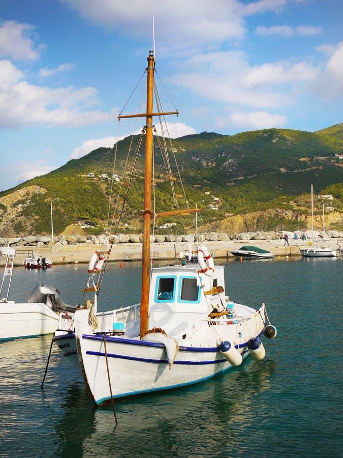 Pesca de la nave en puerto fotos de archivo