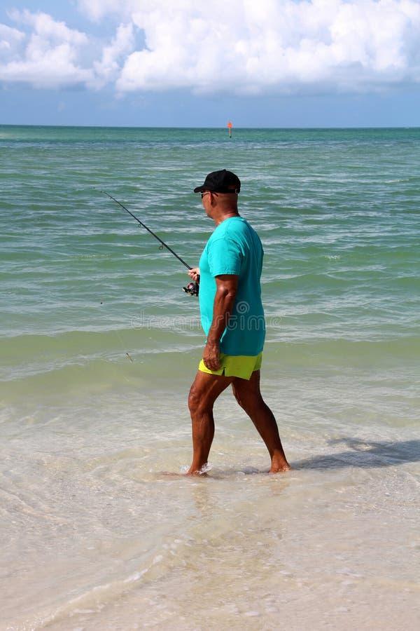 Pesca de la playa - el Golfo de México imagenes de archivo