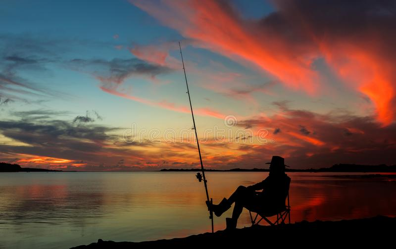 Pesca de la puesta del sol fotos de archivo