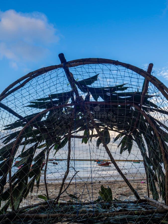 Pesca de la trampa de mimbre tailandia foto de archivo