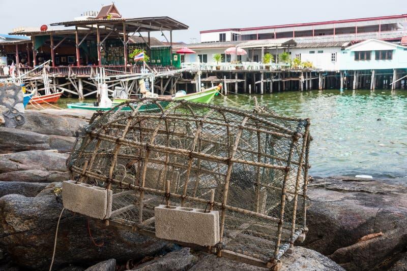 Pesca de las trampas para los pescados en puerto pesquero tailandia fotos de archivo libres de regalías