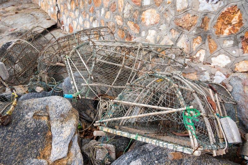 Pesca de las trampas para los pescados en puerto pesquero tailandia fotografía de archivo libre de regalías