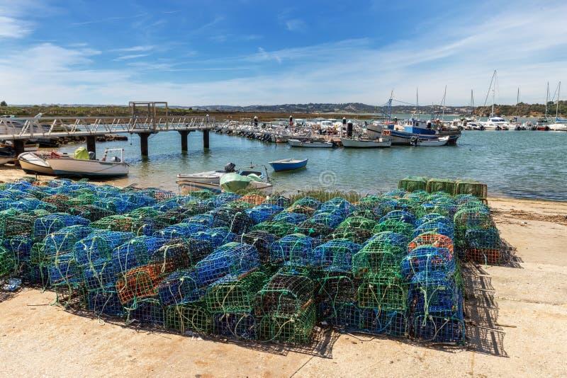 Pesca de las trampas para los pescados y los pulpos con vistas de Alvor portugal imagen de archivo libre de regalías