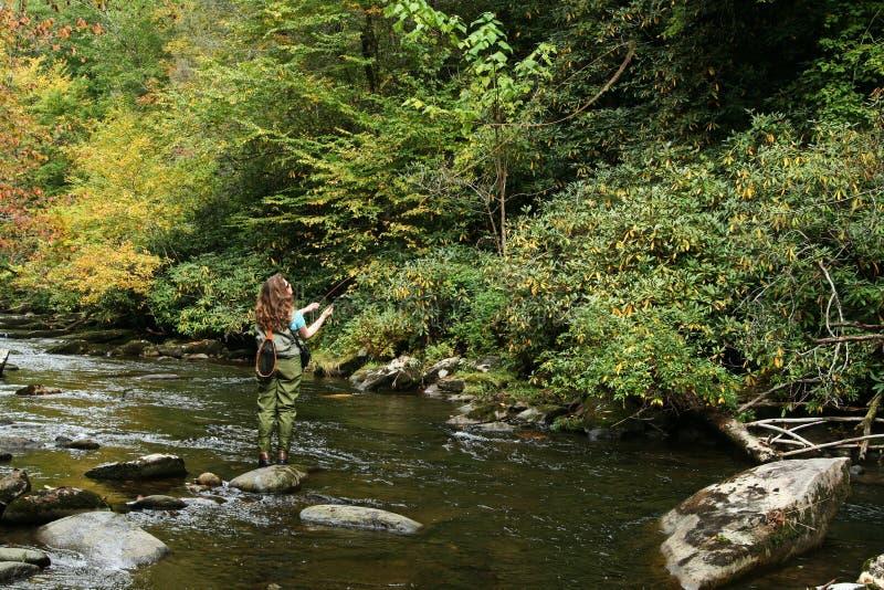 Pesca de mosca da menina fotografia de stock royalty free