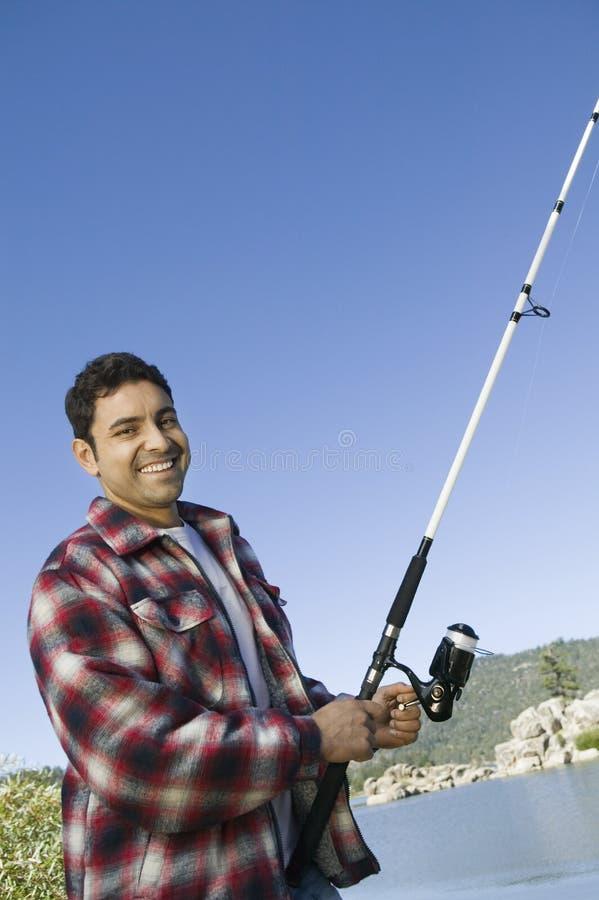 Pesca De Mosca Do Homem No Lago Imagens de Stock Royalty Free