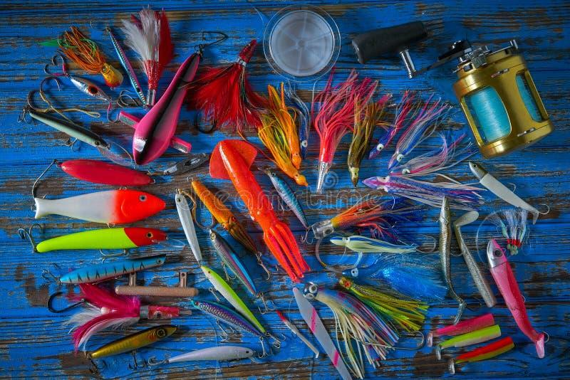 Pesca de piscardos de la colección de los trastos de los señuelos imagenes de archivo