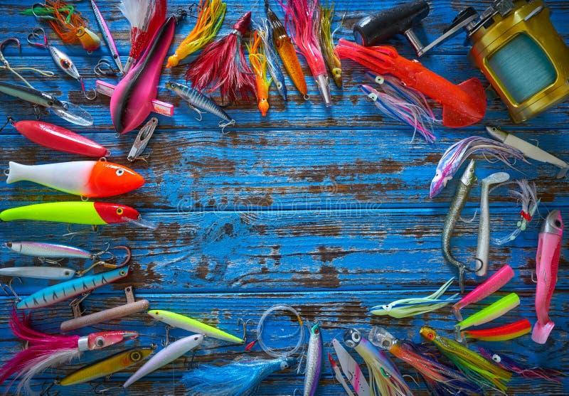 Pesca de piscardos de la colección de los trastos de los señuelos imagen de archivo