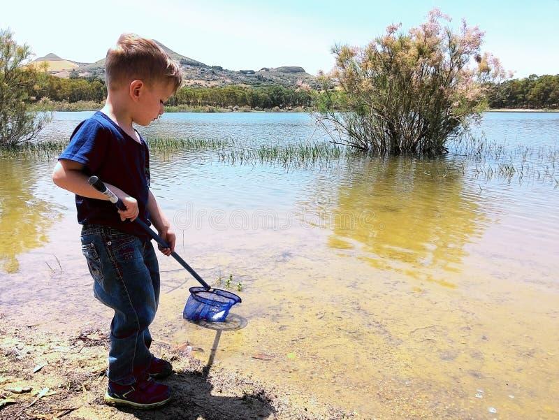 Pesca del niño foto de archivo libre de regalías
