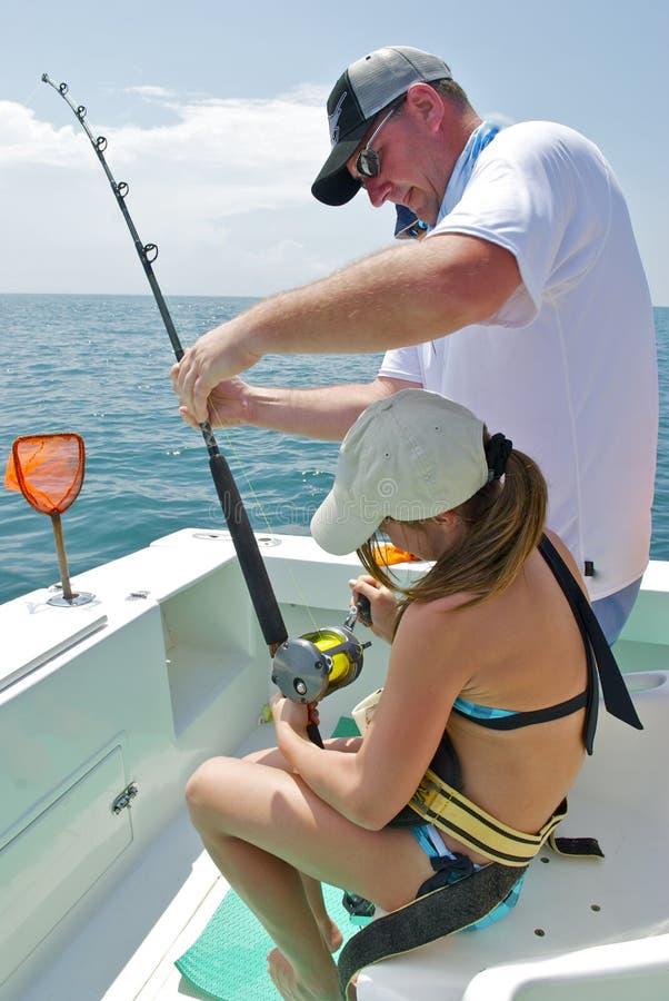 Pesca del padre y de la hija fotografía de archivo