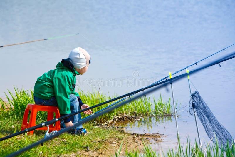 Pesca del resorte imagen de archivo
