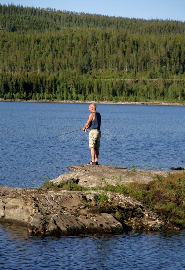 Pesca dell'uomo fotografia stock