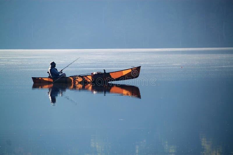 Pesca della barca del lago immagini stock