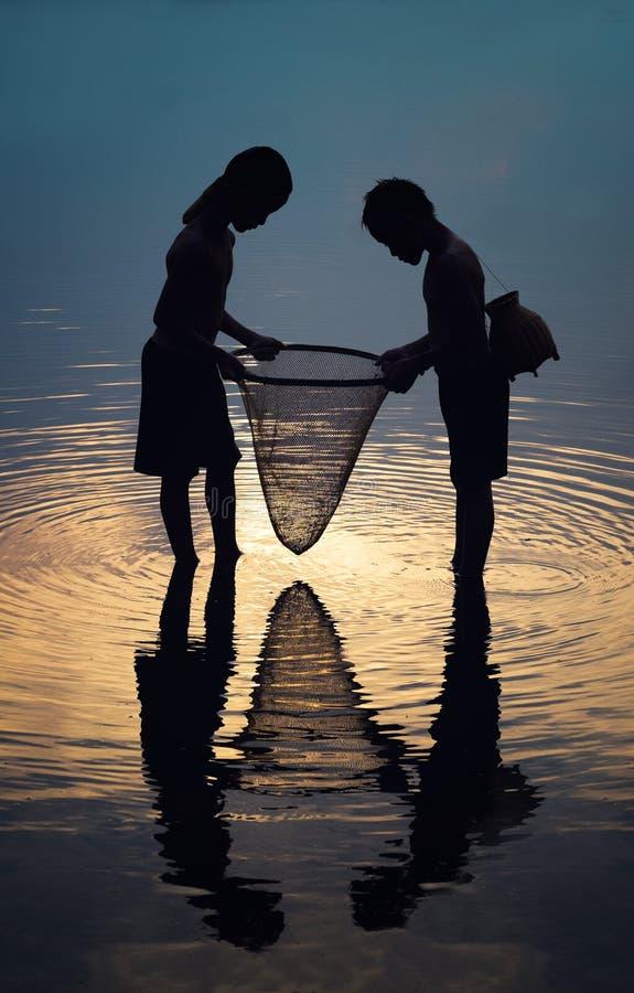 Pesca della siluetta fotografia stock
