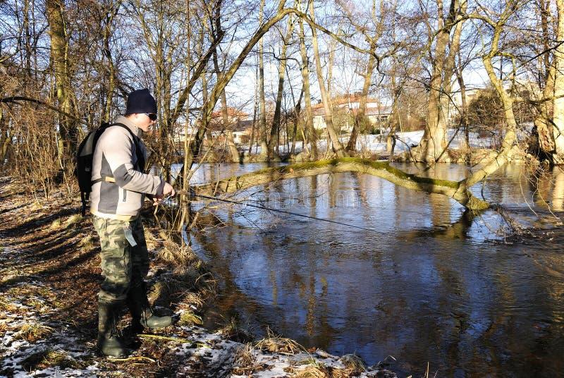 Pesca di febbraio nel fiume fotografia stock libera da diritti