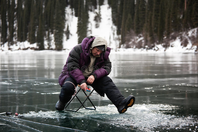 Pesca di inverno fotografie stock