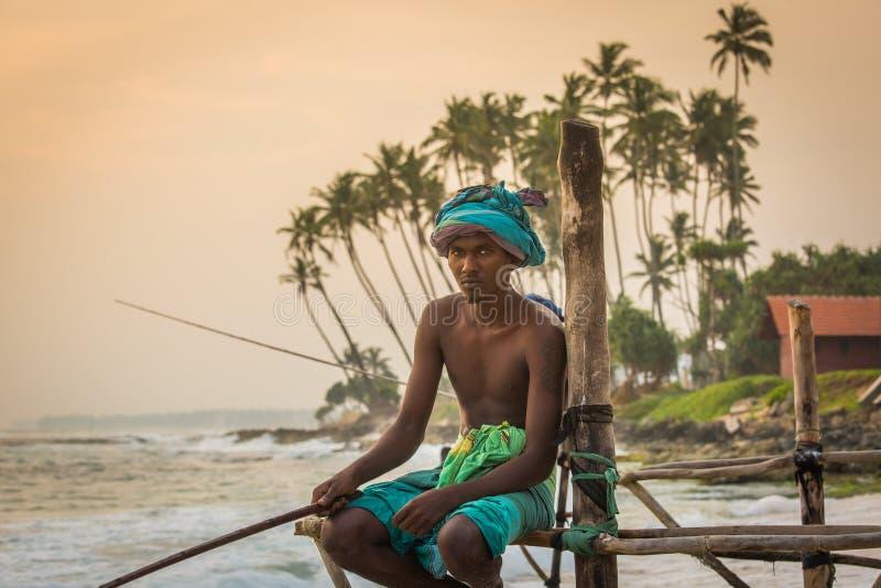 Pesca di Sri Lanka Traditional del pescatore del trampolo fotografia stock libera da diritti