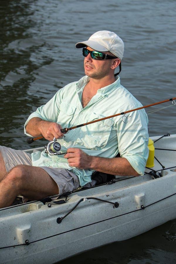 Pesca do homem no caiaque imagens de stock royalty free
