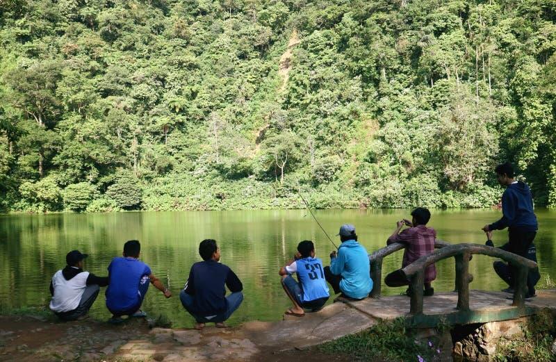 Pesca em Telaga Warna imagem de stock royalty free