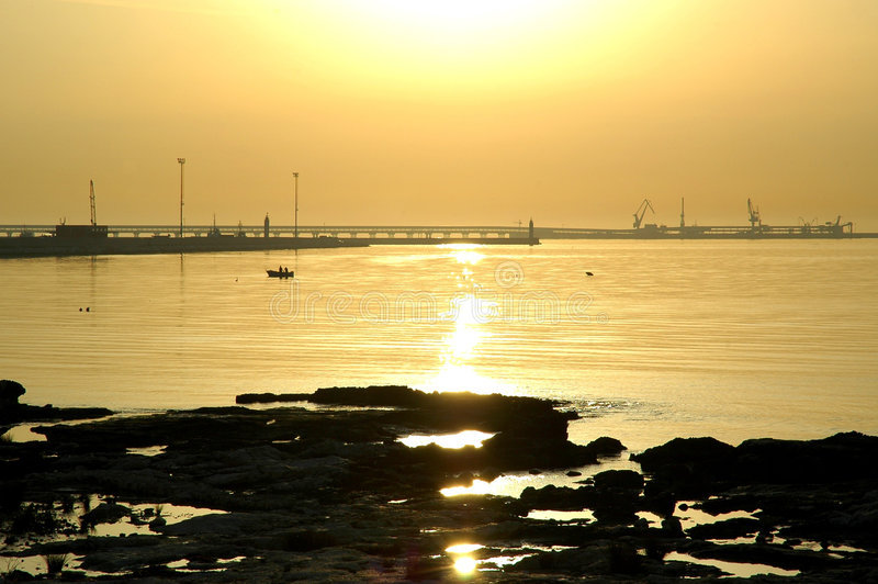 Pesca en Italia en el amanecer imagen de archivo