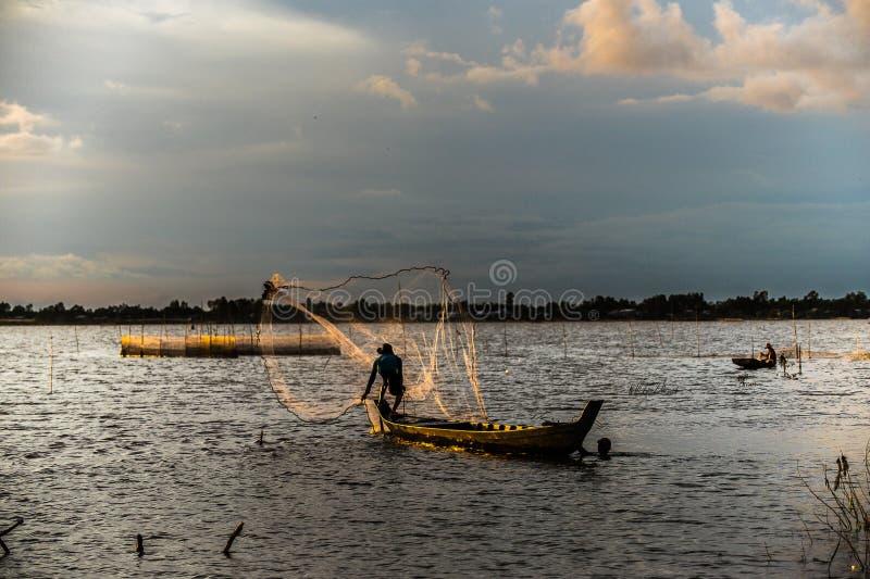 Pesca en la estación flotante foto de archivo