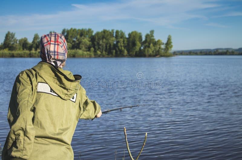 Pesca en la orilla del río 3 foto de archivo libre de regalías