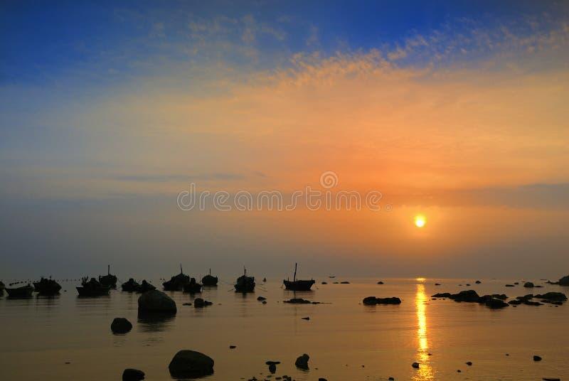 Download Pesca en mar foto de archivo. Imagen de sampan, fondos - 7285122