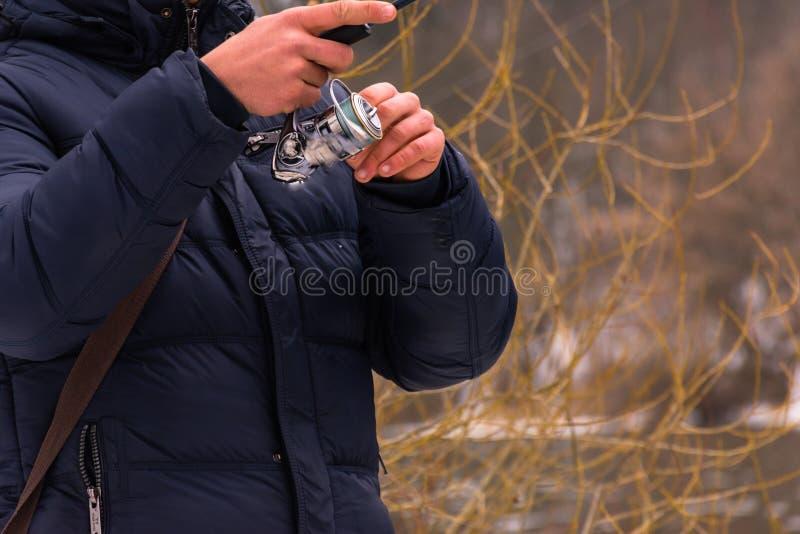 Pesca en un invierno de giro imagen de archivo libre de regalías