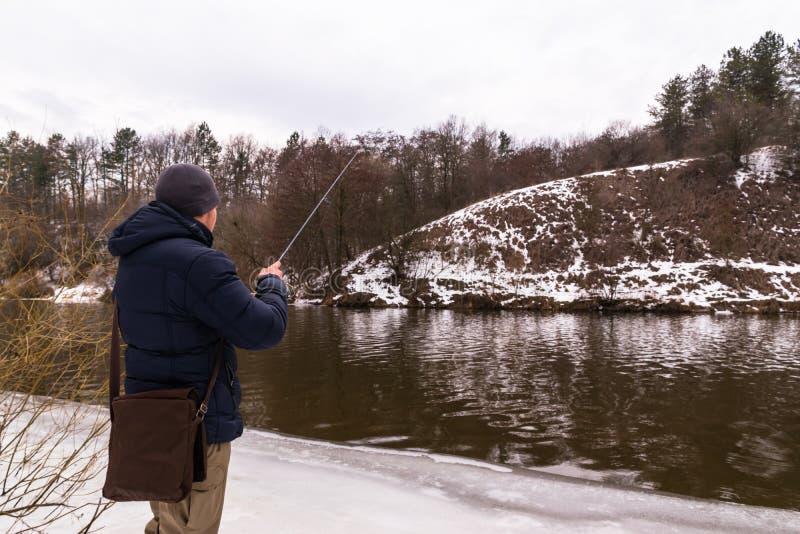 Pesca en un invierno de giro fotos de archivo libres de regalías