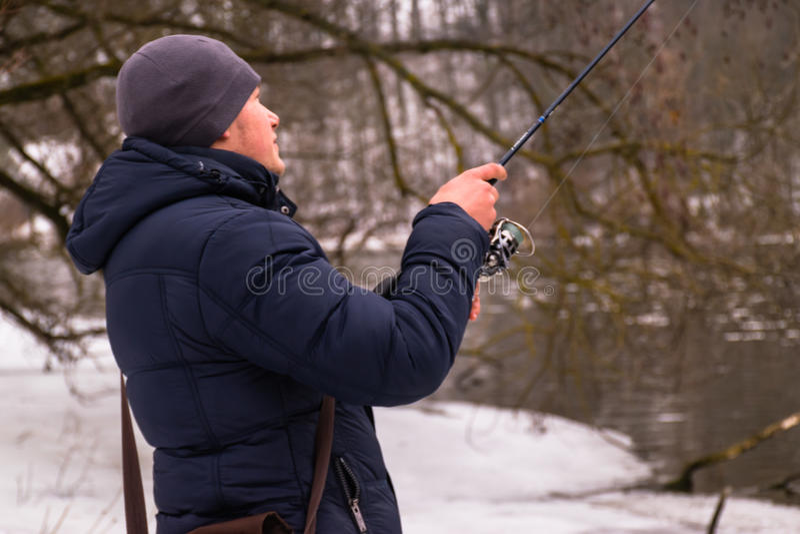 Pesca en un invierno de giro foto de archivo libre de regalías