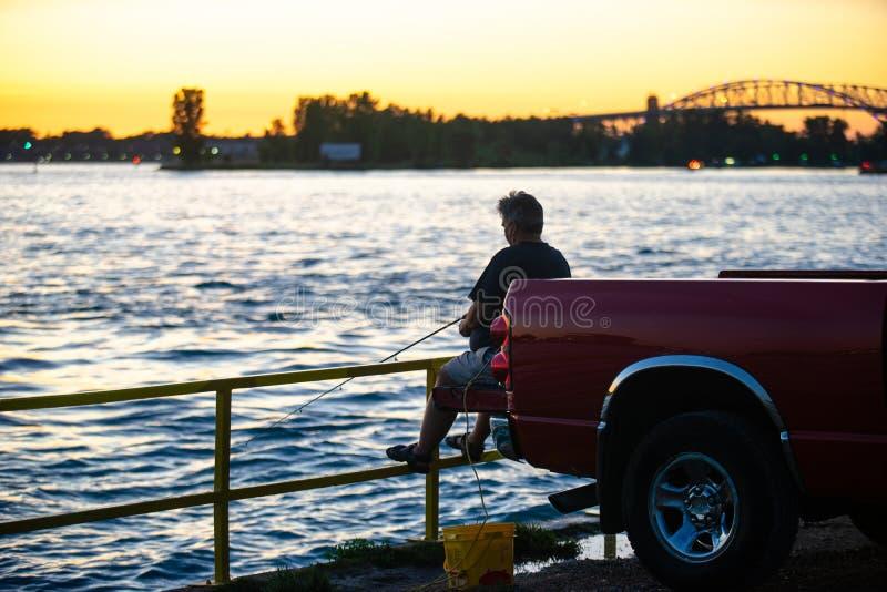 Pesca a fine giornata fotografie stock libere da diritti