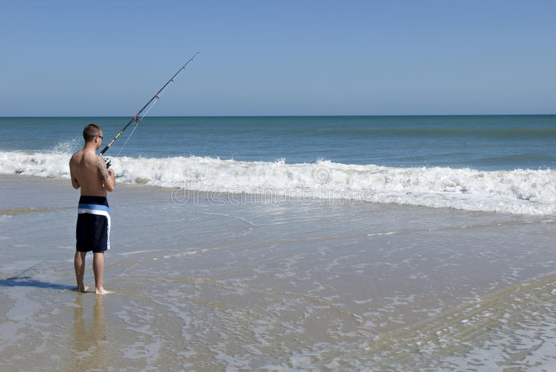 Pesca maschio nell'oceano fotografia stock libera da diritti