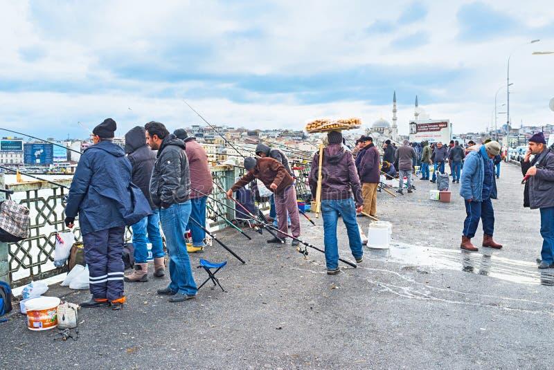 A pesca na ponte fotografia de stock royalty free
