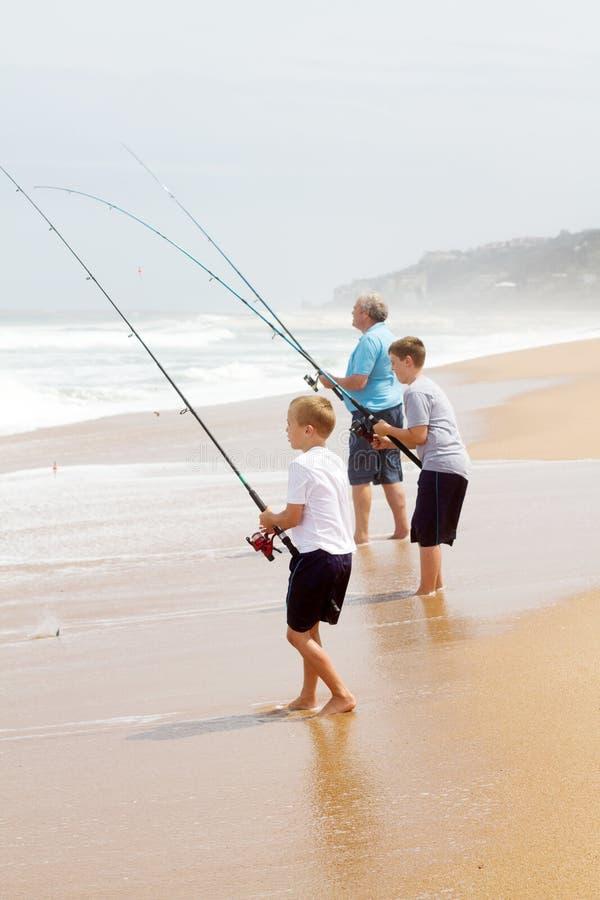 Pesca na praia fotos de stock