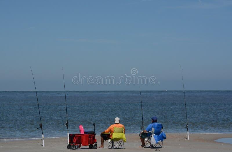 Pesca na praia de Fernandina, som de Cumberland, parque estadual do rebitamento do forte, o Condado de Nassau, Florida EUA fotos de stock