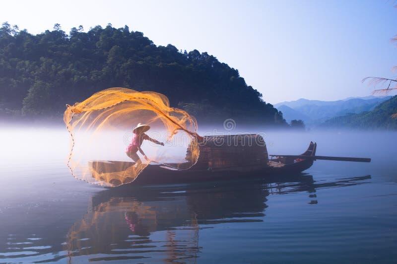 Pesca no lago Dongjiang fotografia de stock