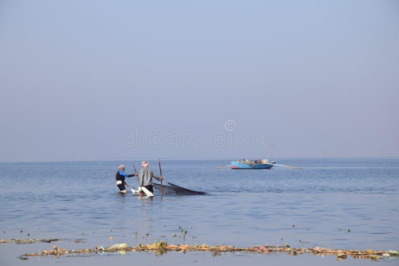 Pesca no lago Qaroun fotografia de stock royalty free