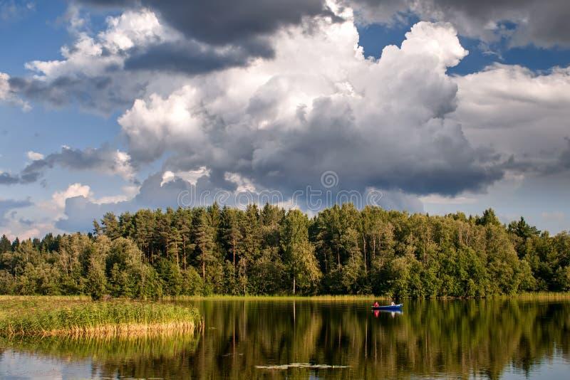 Pesca no lago Uzhin imagens de stock