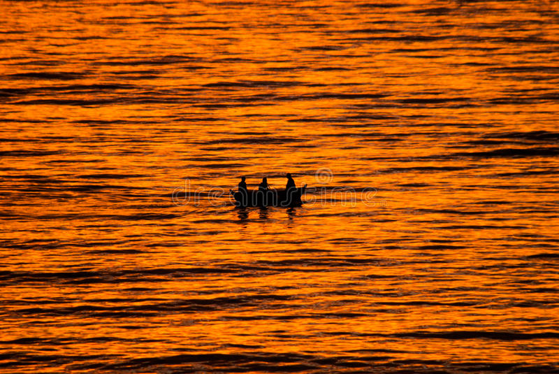 Pesca no por do sol fotos de stock