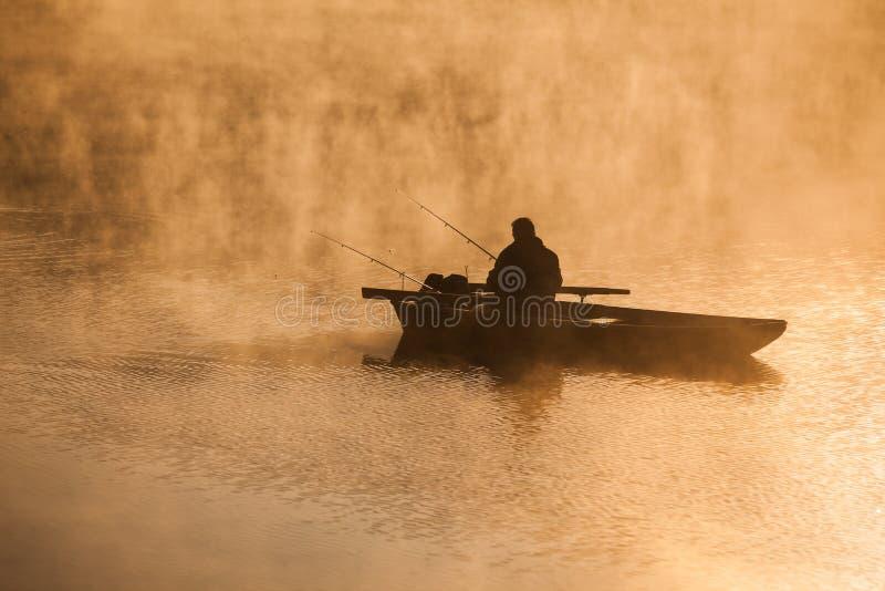 Pesca no rio imagens de stock