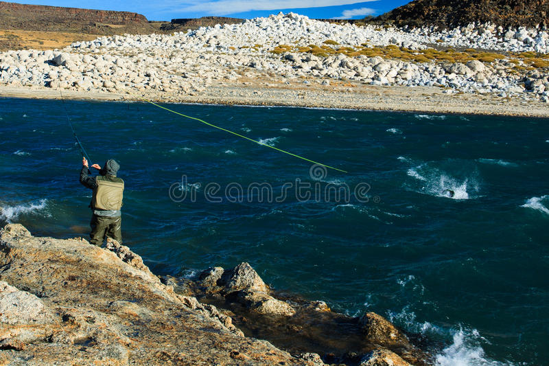 Pesca para la trucha arco iris imagen de archivo libre de regalías