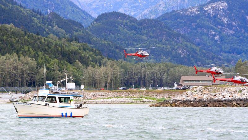 Pesca Salmon de Alaska, excursões do helicóptero fotos de stock