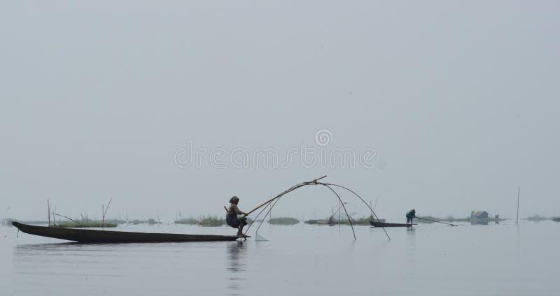 Pesca tradicional no lago Loktak imagem de stock