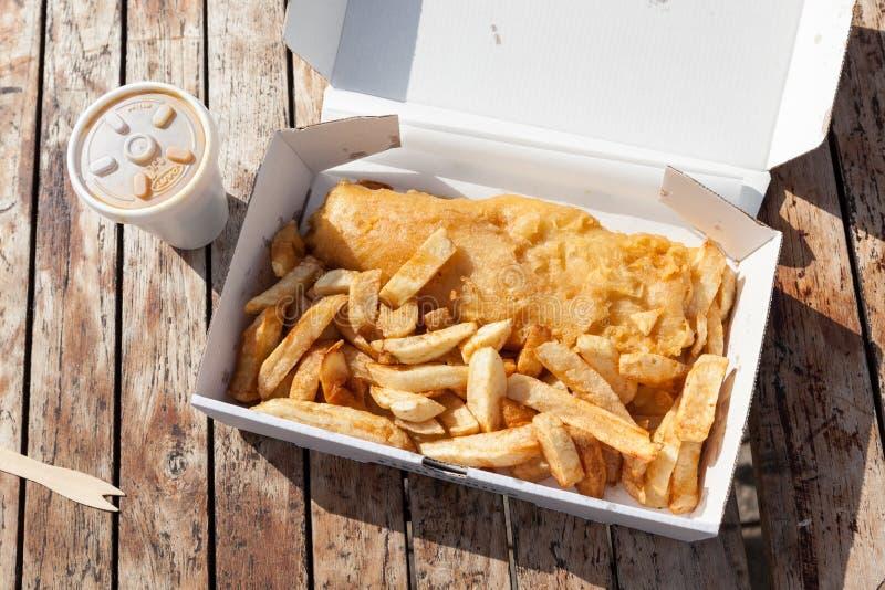 Pescado frito con patatas fritas fotos de archivo