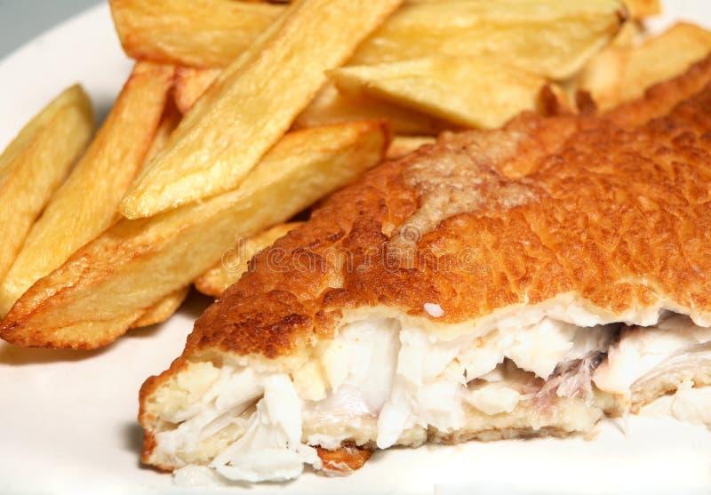Pescado frito con patatas fritas horizontales foto de archivo