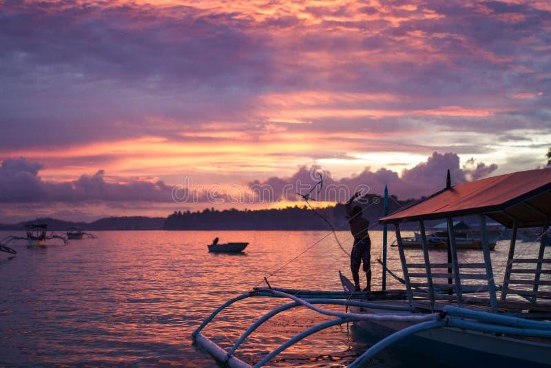 Pescador Anchoring Boat fotografia de stock