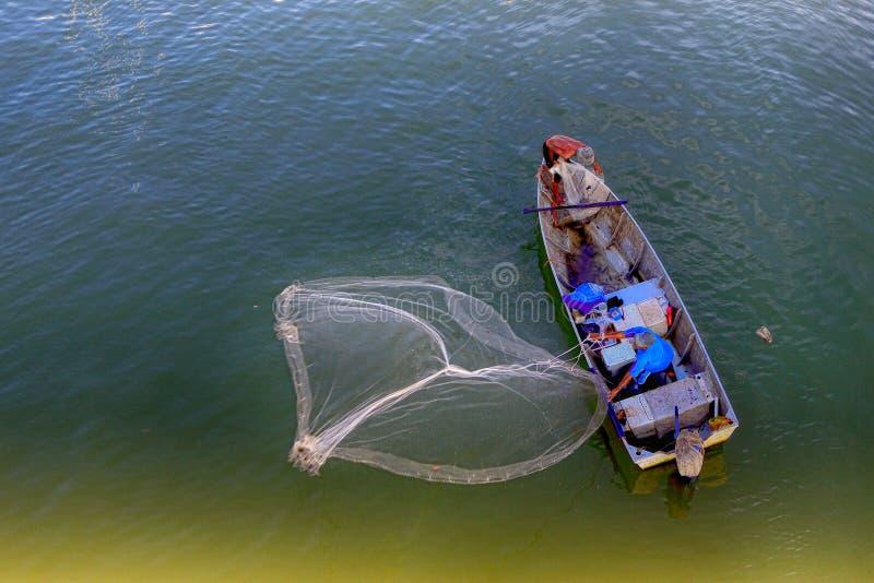 Pescador asiático del río imagen de archivo