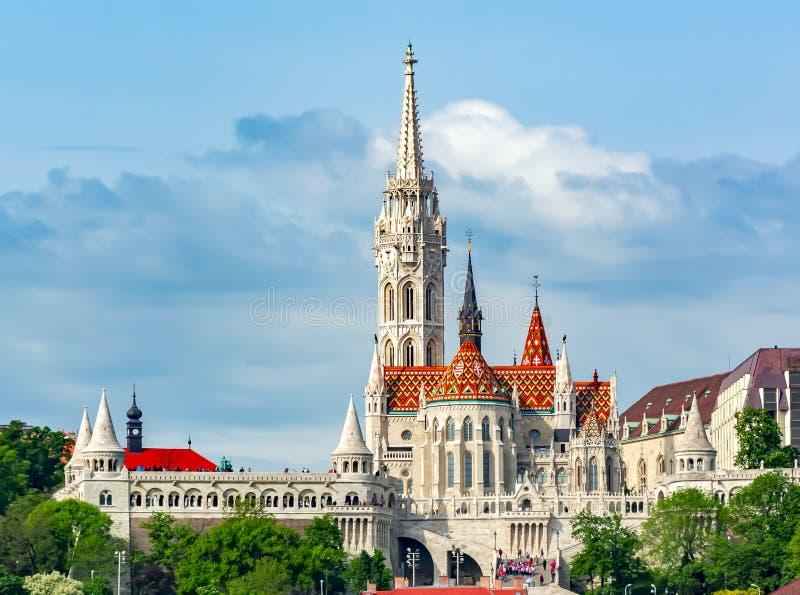Pescador Bastion y Matthias Church en Budapest, Hungría imagen de archivo libre de regalías