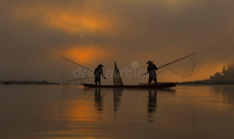 Pescador de la silueta fotografía de archivo