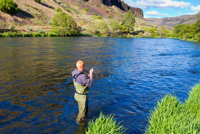Pescador Deschutes River de la mosca foto de archivo libre de regalías